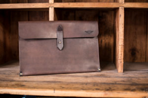 "13"" Sleeve Waxed Leather Brown - Cherchbi-0"